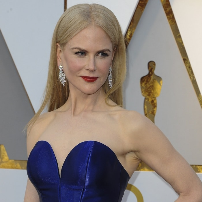 Nicole Kidman wearing Harry Winston diamond earrings