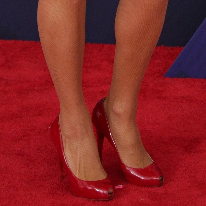 Paris Hilton's feet inChristian Louboutin 'Open Clic' pumps