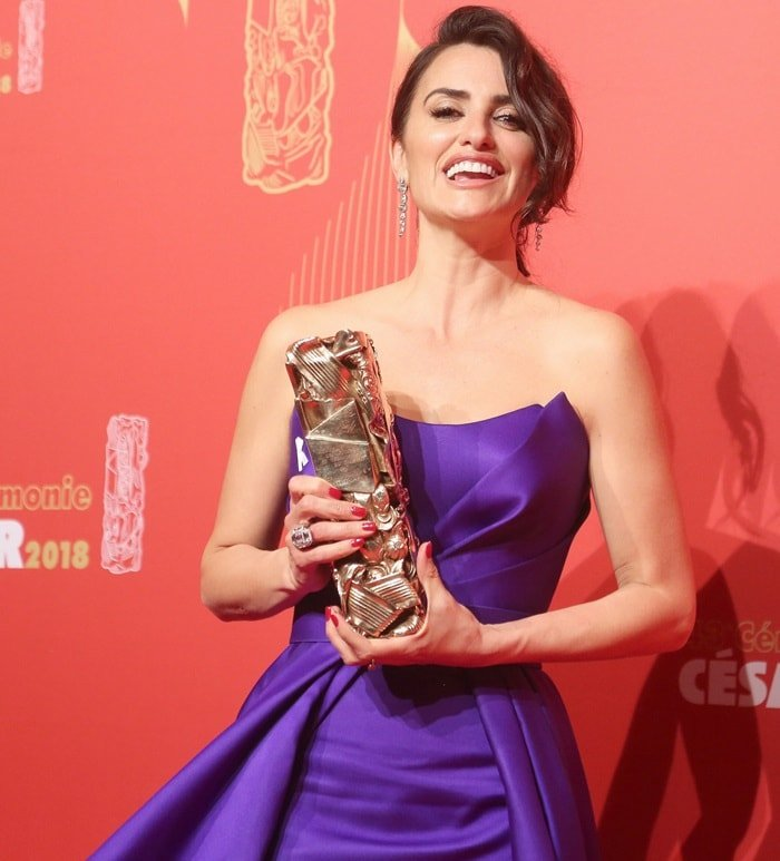 Penelope Cruzwas presented with the Honory Lifetime Achievement atthe César Film Awards