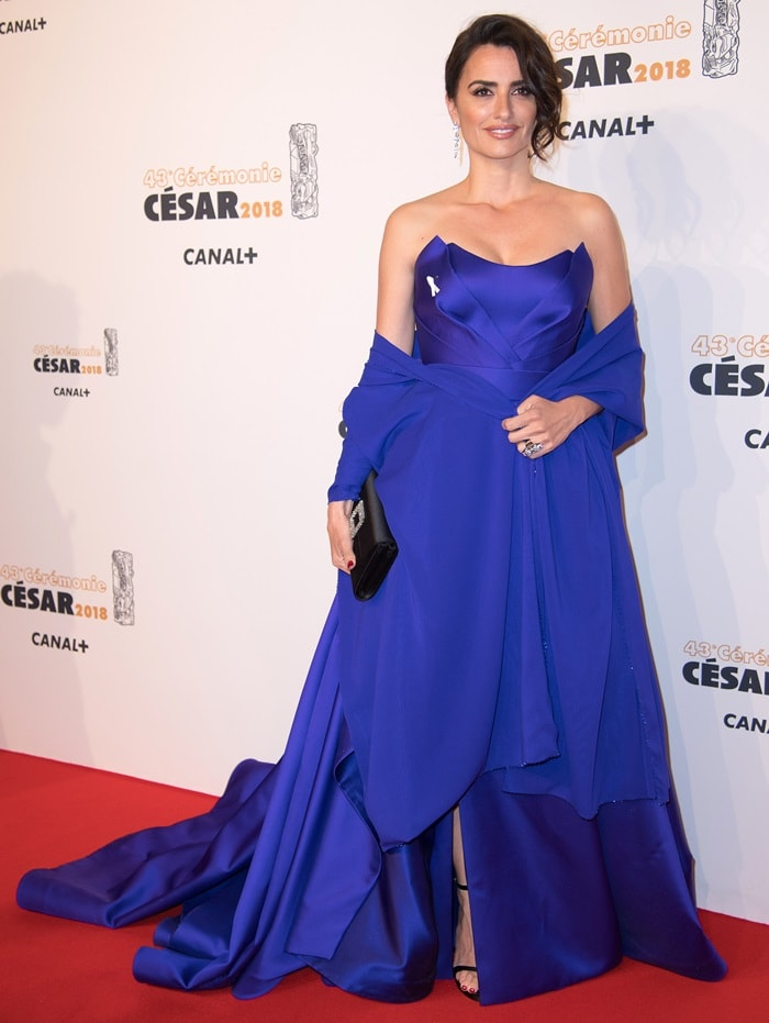 Penelope Cruz in a strapless royal blue silk gown with a matching shawl by Versace