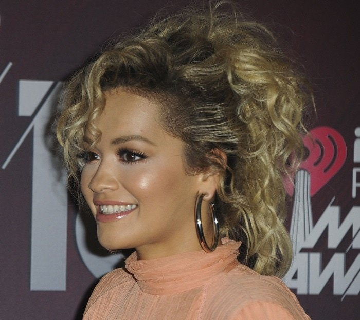 Rita Ora's silver 'Samira' hoop earrings from Jennifer Fisher Jewelry
