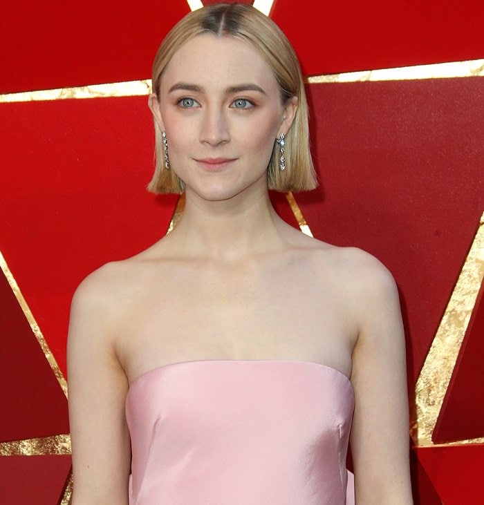 Saoirse Ronan accessorized withCartier jewelry atthe 2018 Oscars