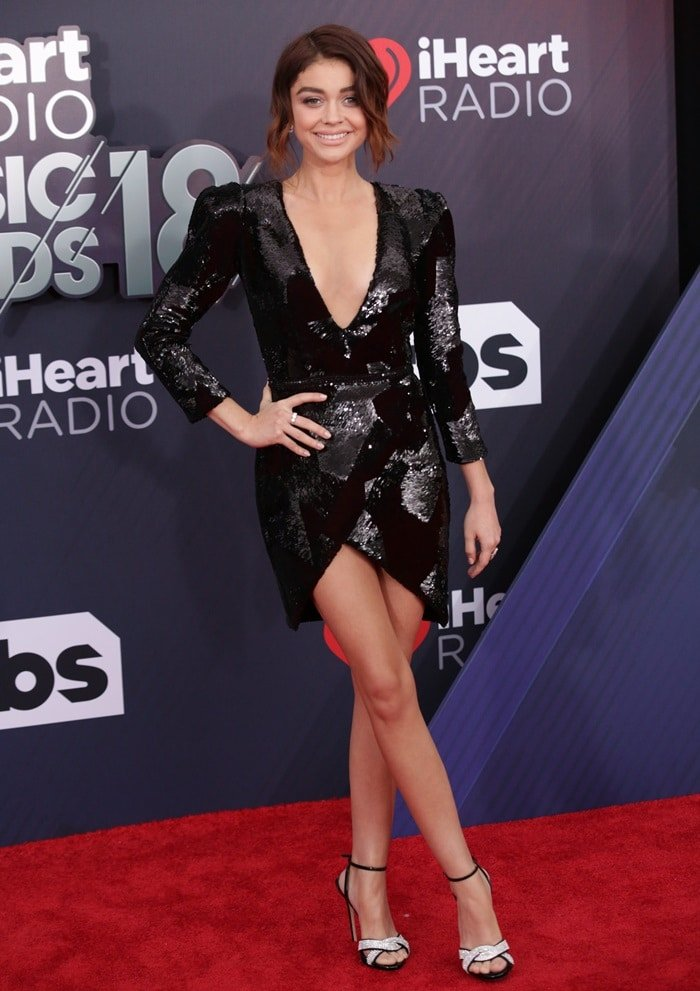 Sarah Hyland's lovely legs inGalia Lahav's 'Elvira' dressmade of faceted sequin embroidery with accentuated shoulders and sleeves, an open back and metallic mesh accents