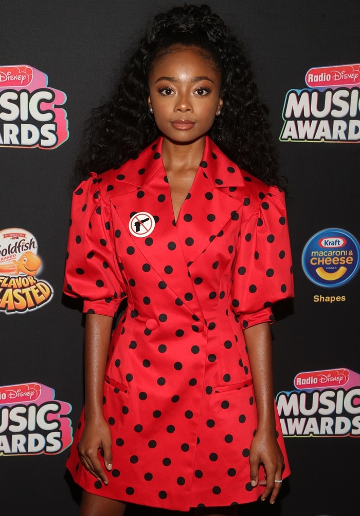 Skai Jackson wearing an anti-gun pin at the 2018 Radio Disney Music Awards held in Los Angeles on June 22, 2018