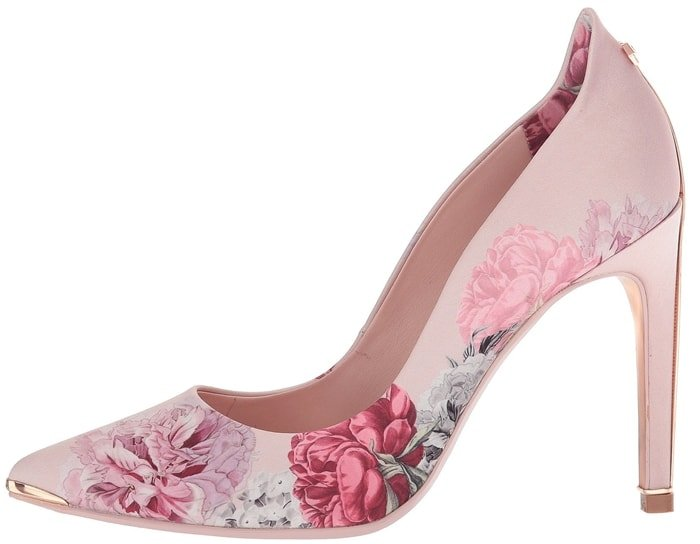 Make your favorite outfit pop with the flirtatious and feminine Hallden pump