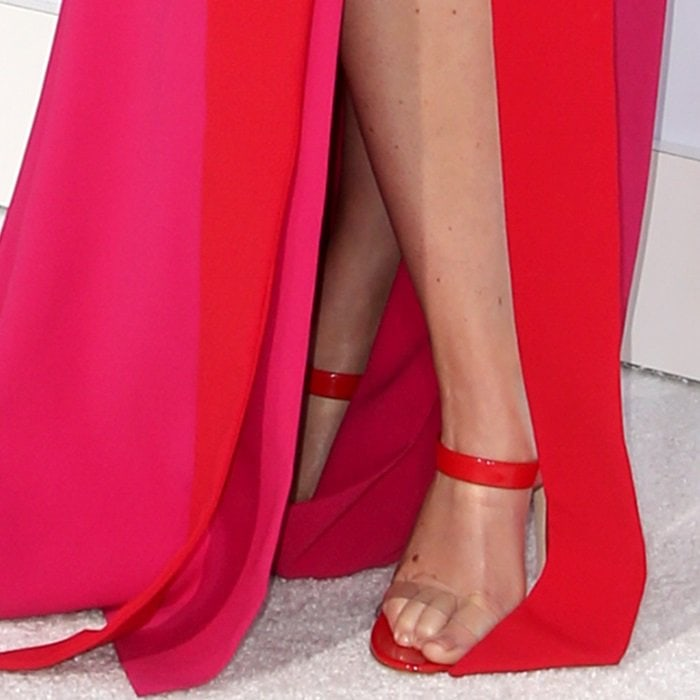 Amy Schumer's feet inred 'New Darsey' sandals from Giuseppe Zanotti