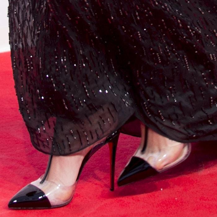 Bella Hadidshowing off her sweaty feet inChristian Louboutin 'Nosy' heels