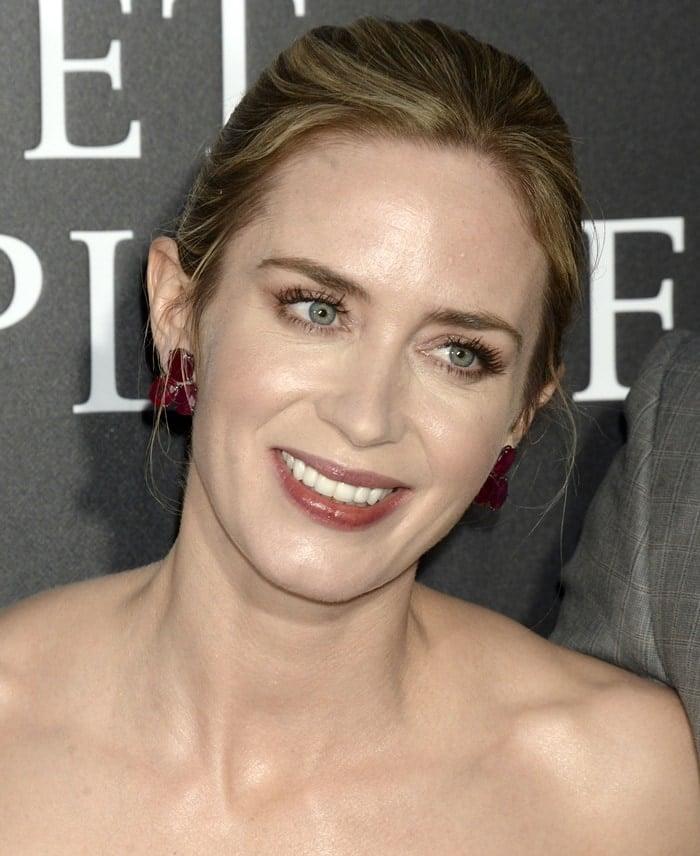 Emily Blunt showing off her boldLorraine Schwartz earrings