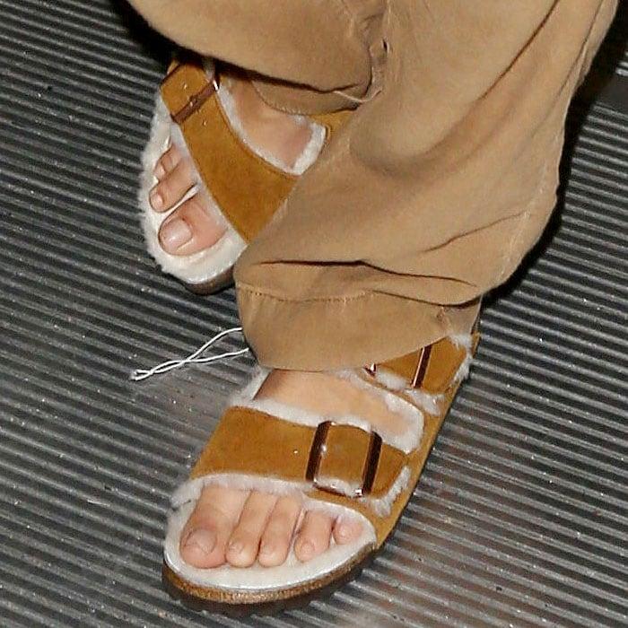 Details of the furry Birkenstock 'Arizona' sandals onEmily Ratajkowski.