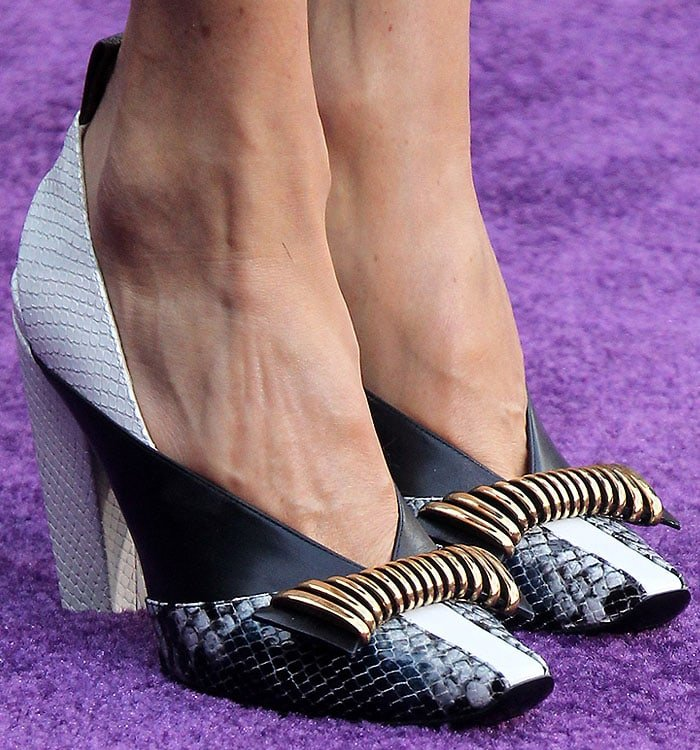 Details of Jennifer Connelly's mixed-media, black-and-white paneled pumps with gold-metal-wrapped bows on the toes from the Louis Vuitton Fall 2018 collection.