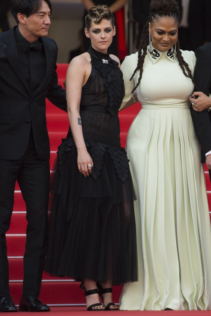 Kristen Stewart posing with Ava Duvernay at the 2018 Cannes Film Festival Opening Ceremony
