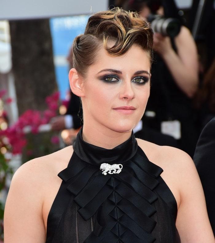 Kristen Stewart wearinga ribbon embellished Chanel Fall 2018 dress