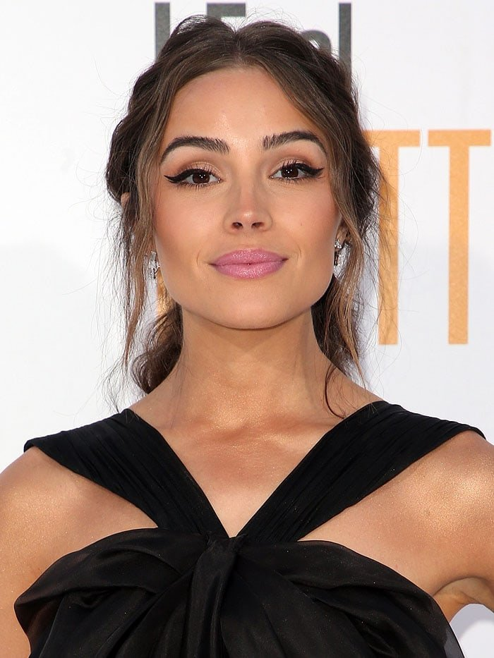 """Olivia Culpo wearing winged eyeliner and pink lipstick at the """"I Feel Pretty"""" premiere."""