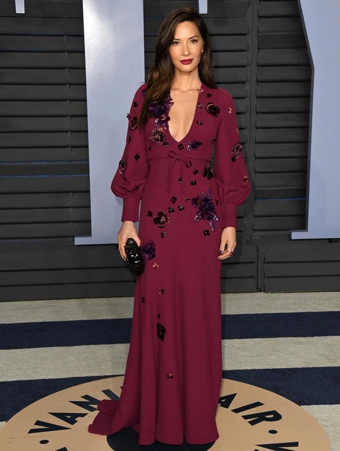 Olivia Munn'sburgundy Andrew Gn Pre-Fall 2018 dress
