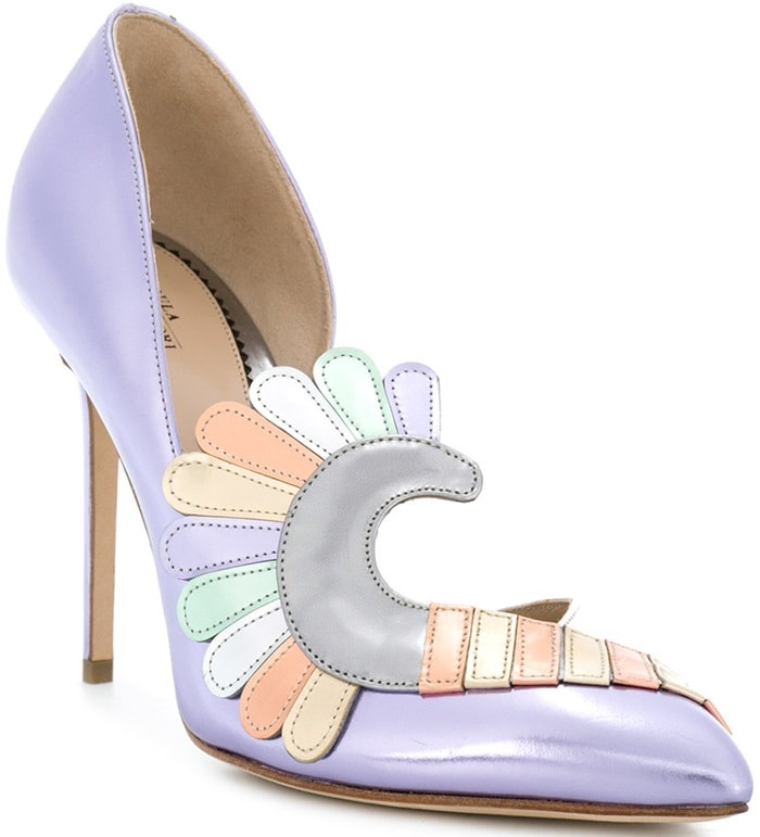This mirrored leather pump is adorned with an artistic multi-tone appliqué