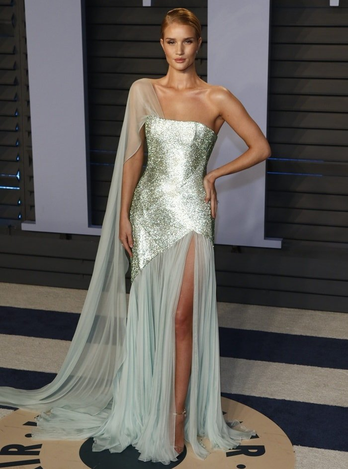 Rosie Huntington-Whiteley graced the red carpet at the 2018 Vanity Fair Oscar Party at the Wallis Annenberg Center for the Performing Arts in Beverly Hills, California, on March 4, 2018