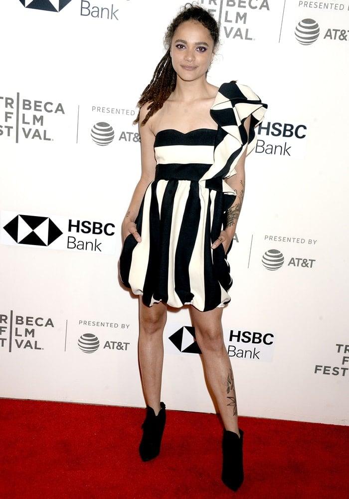 Sasha Lane inamonochrome cool-girl Valentino Pre-Fall 2018 dress featuringgraphic stripes