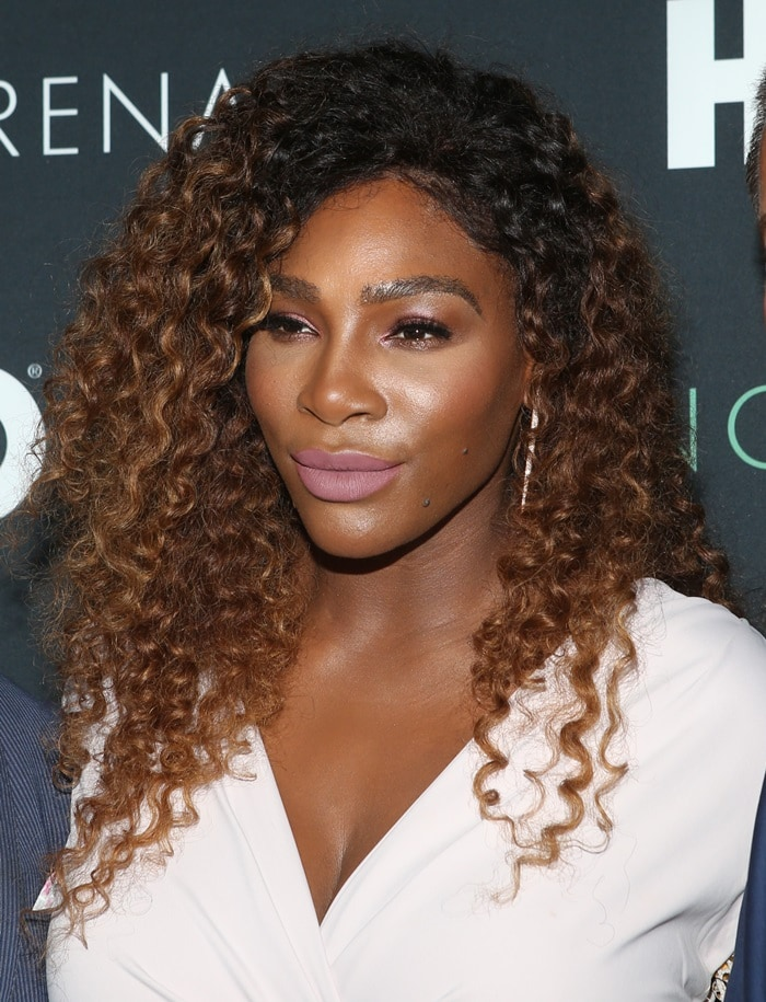 Serena Williams' side parted curls