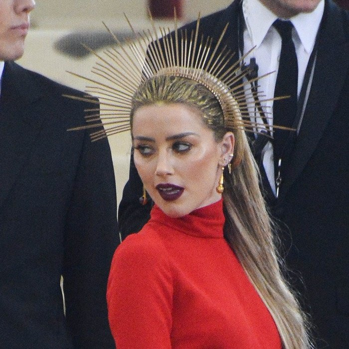 Amber Heard rocked a golden halo made out of zip ties