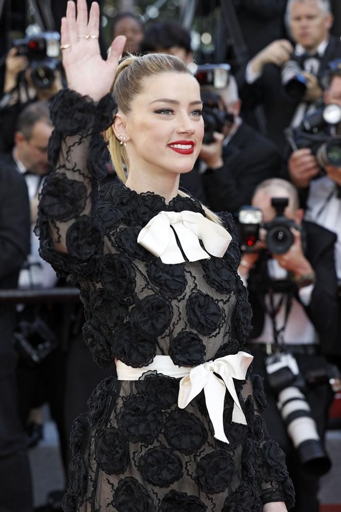 Amber Heard ina black laceGiambattista Valli Spring 2018 Haute Couture mini dress