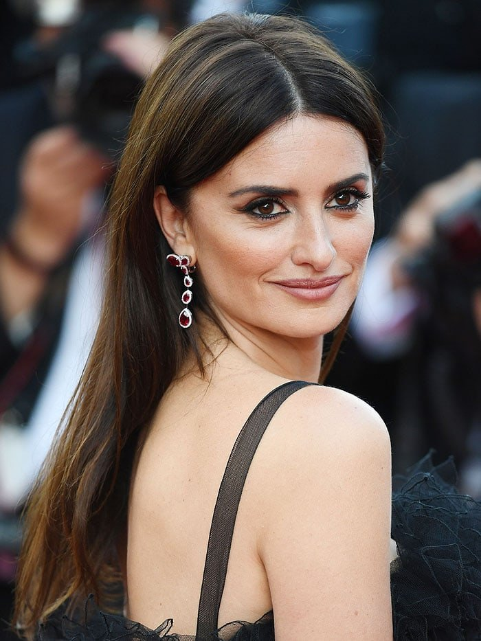 Penelope Cruz S Toes Appear Smashed In Versace Ankle Strap