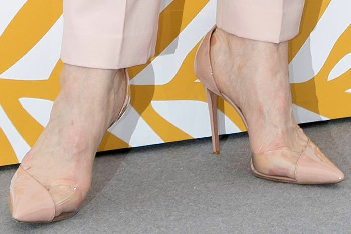 Cate Blanchett's feet in powder-pink Aquazzura 'Eclipse' PVC-and-patent d'Orsay pumps.