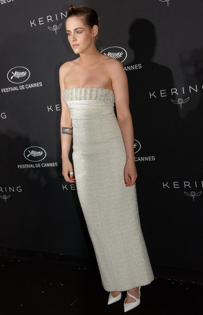 Kristen Stewart rockingstrappy half d'Orsay 'Jumping' pumps by Christian Louboutin