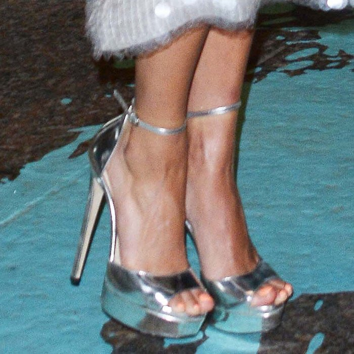 Flawless Feet And Legs At Tiffany Amp Co Paper Flowers Event