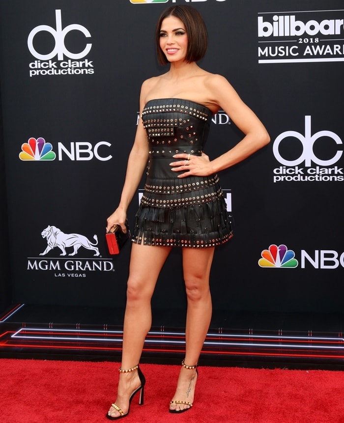 Jenna Dewan flaunting her legs at the 2018 Billboard Music Awards
