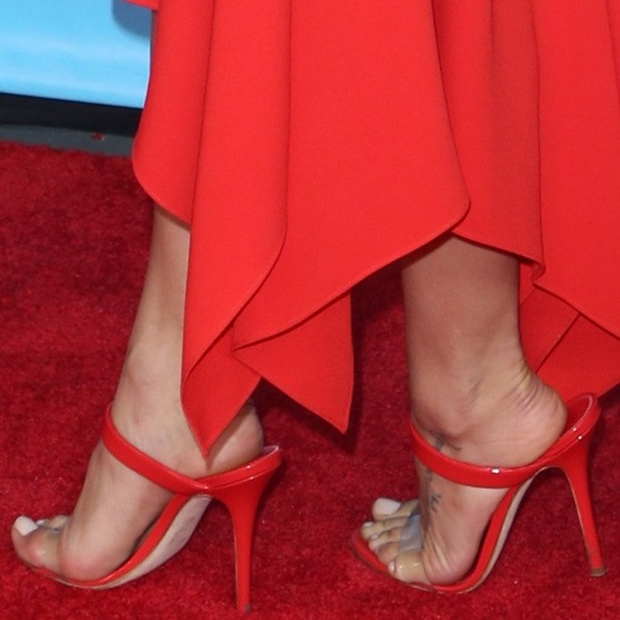 Jenna Dewan's red New Darsey sandals from Giuseppe Zanotti