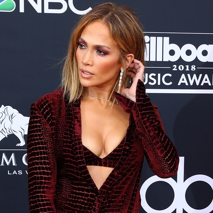 Jennifer Lopez showing off her long earrings by AS29 at the 2018 Billboard Music Awards