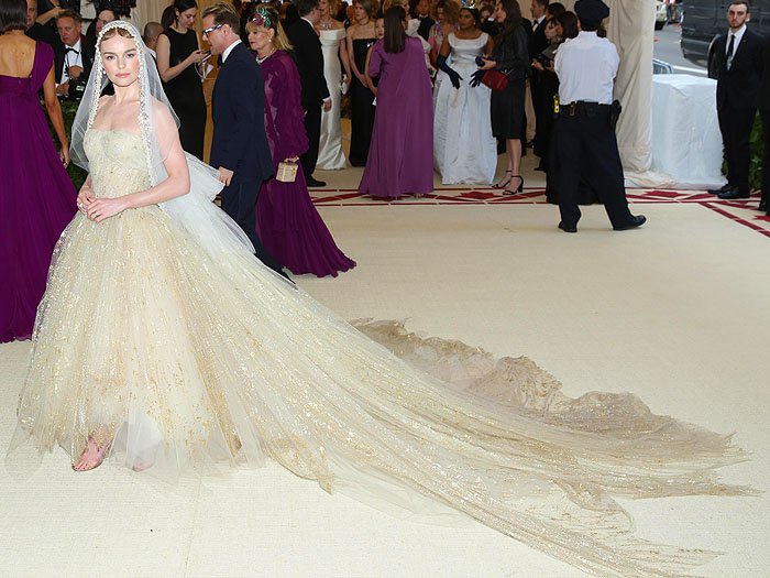 Kate Bosworth in a custom Oscar de la Renta gold-painted tulle gown and veil at the 2018 Met Gala.