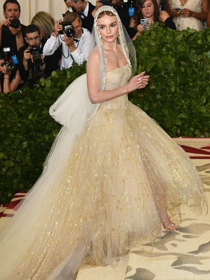 Kate Bosworth in an Oscar de la Renta gown and Manolo Blahnik 'Estro' sandals at the 2018 Met Gala.