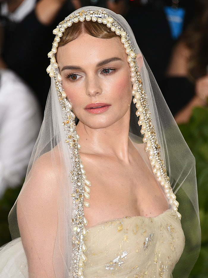 Kate Bosworth wearing an Oscar de la Renta pearl-embellished veil.