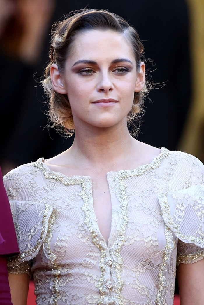 Kristen Stewart wearingan embroidered dress from the Chanel Spring 2013 Haute Couture collection