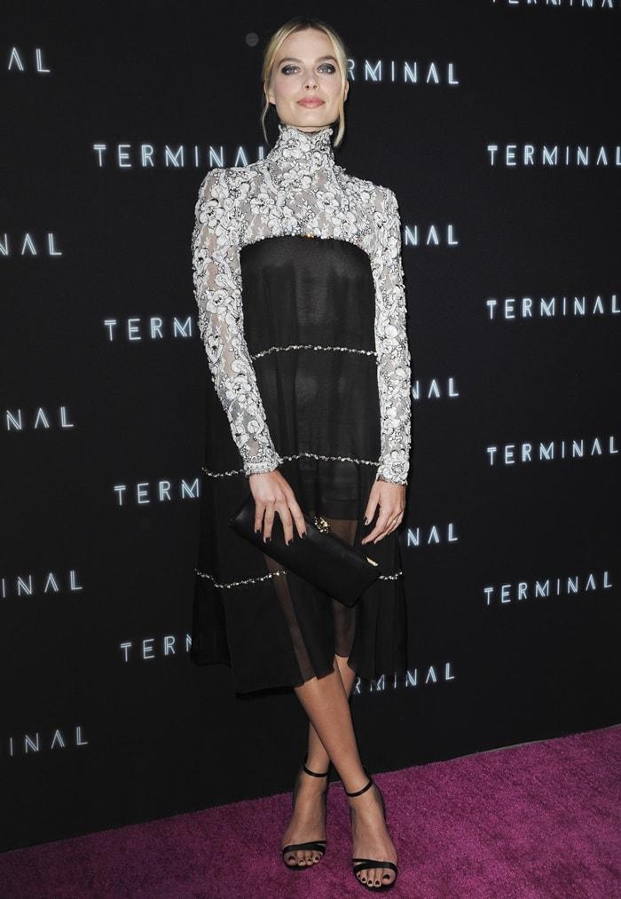 Margot Robbie ina lace monochrome dress