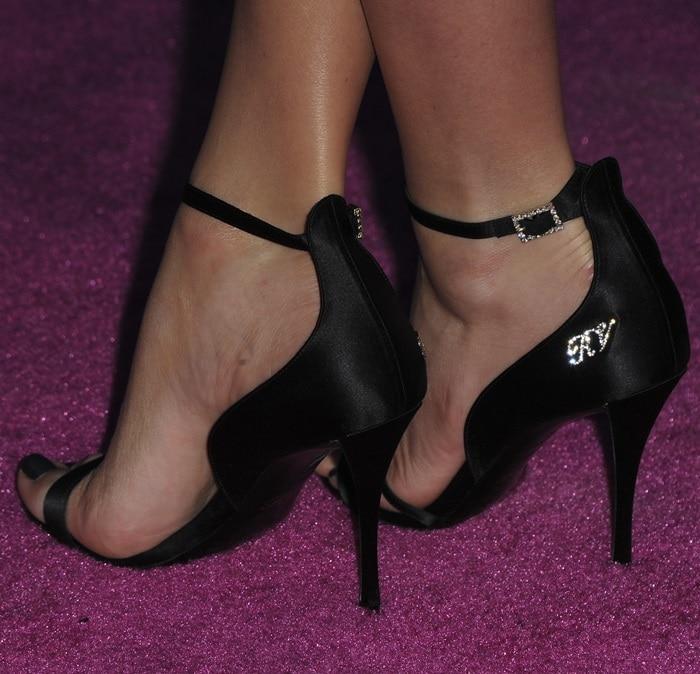 Margot Robbie'ssin logo detail suede sandals by Roger Vivier