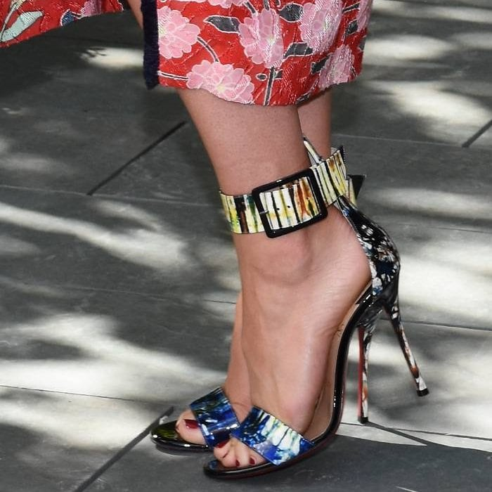 Natalie Dormer shows off her feet inBlade Runana sandals
