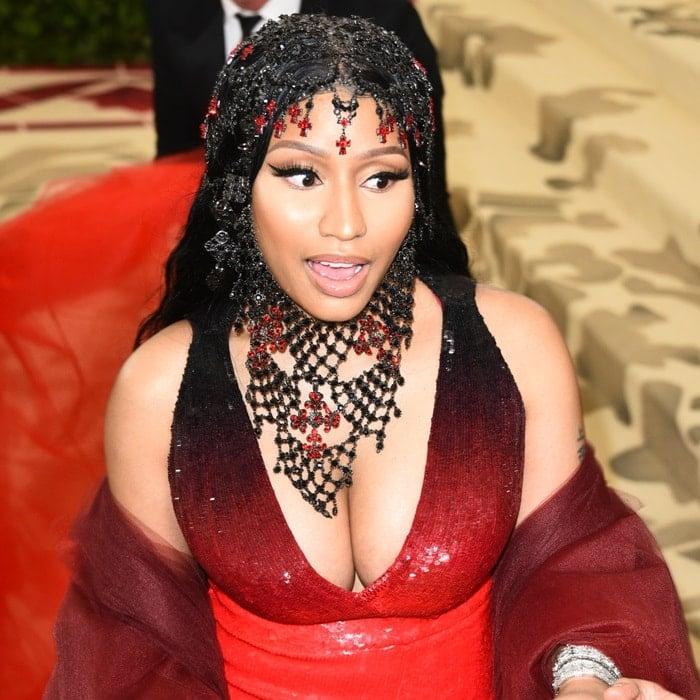 Nicki Minaj wearinga bejeweled headpieceat the 2018 Met Gala