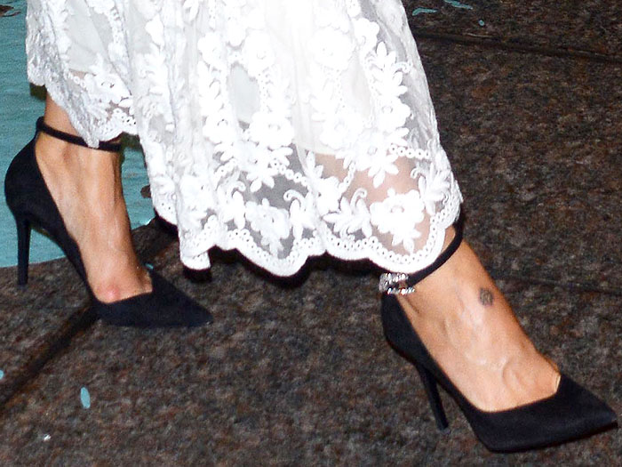 "Sarah Paulson's toe cleavage in Stella Luna ""Cocktail Stella"" black-suede ankle-strap pumps"