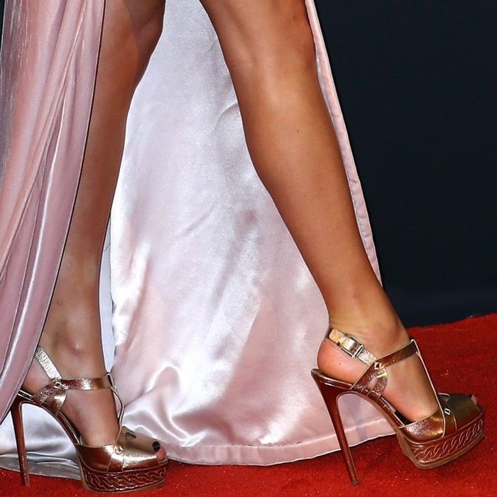 Taylor Swift rocking metallic chain effect Casadei peep-toe sandals