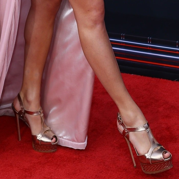 Taylor Swift showing off her feet in Casadei heels