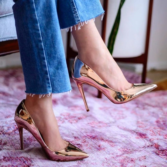 With a high stiletto heel and sleek silhouette, the Stessy looks as good styled up as it does dressed down