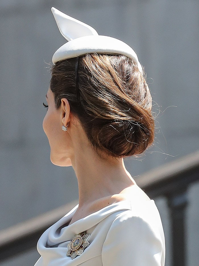 Angelina Jolie's chignon hairdo from the back