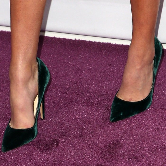 Bailee Madison's toe cleavage in pointy-toe stiletto heels