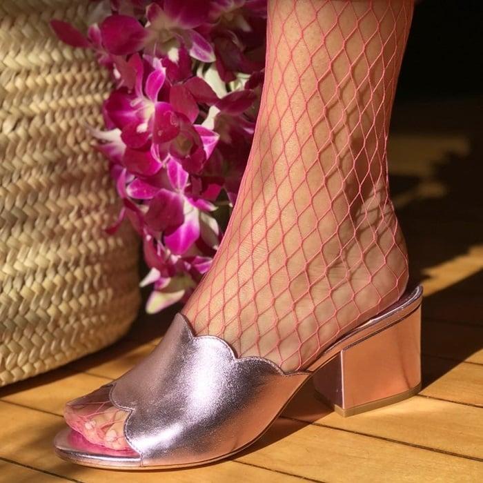 Isa Tapia chiqui in metallic lilac pink