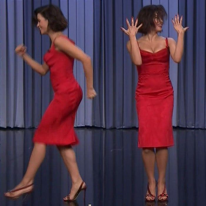 Jenna Dewan flashed her legs in a slinky, red Zac Posen dress