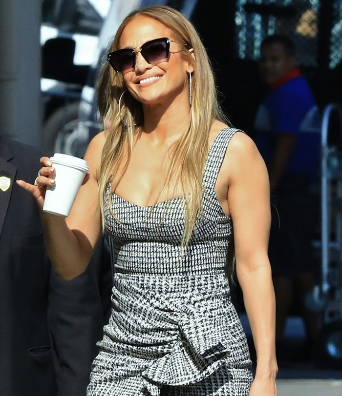 Jennifer Lopez showed off her hourglass frame in an outfit by Silvia Tcherassi