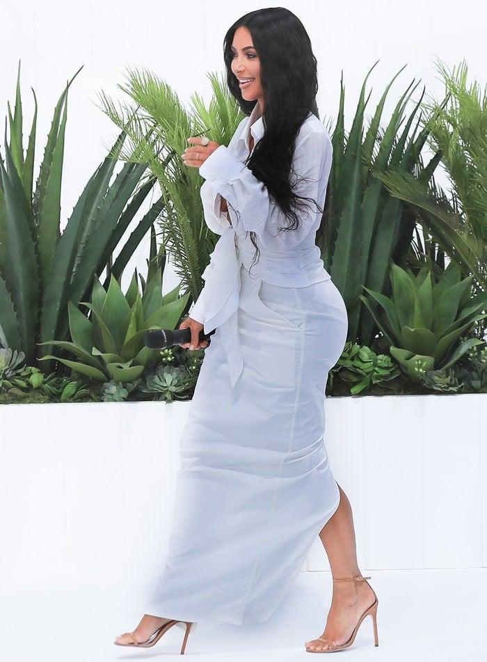 "Kim Kardashian rockeda soft cotton and linen top from Jacquemus' ""La Bomba"" collection"