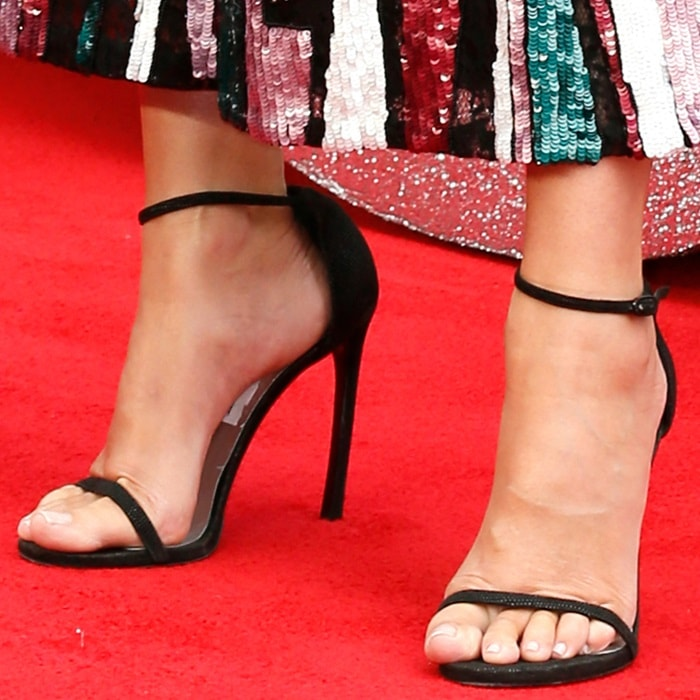 Sandra Bullock showing off her feet in black Nudist sandals